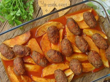 firinda-salcali-patatesli-kofte-resimli-yemek-tarifi(16)